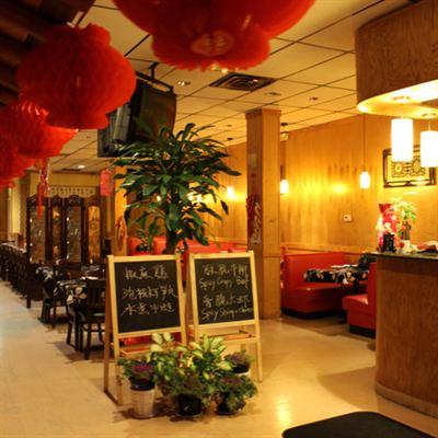 GusBistro_Restaurant-Interior_square-photosize-1