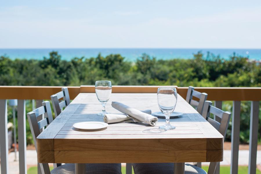 Spotlight on watercolor resort atlanta magazine for Fish out of water restaurant