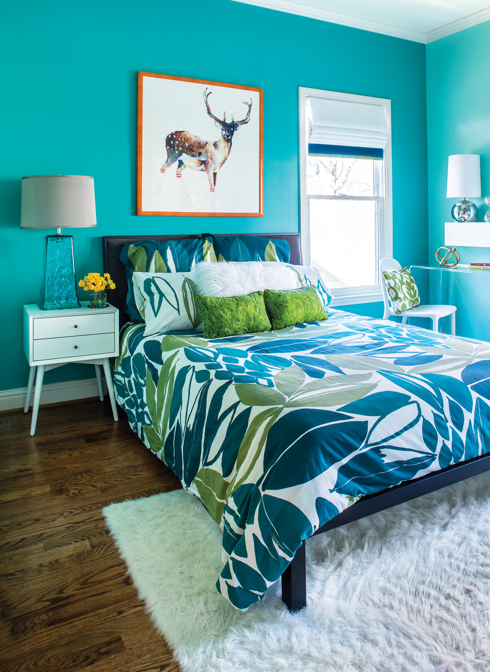 Room envy this bright turquoise bedroom is a teen dream for Bedroom ideas turquoise