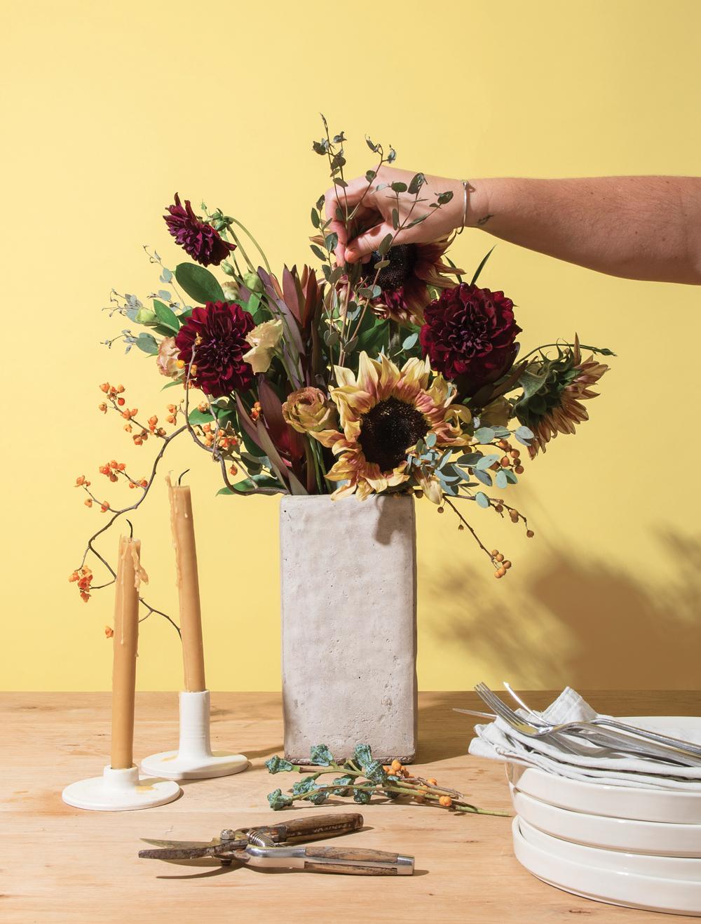 Ace of vase the right way to create seasonal flower arrangements flower arrangements reviewsmspy