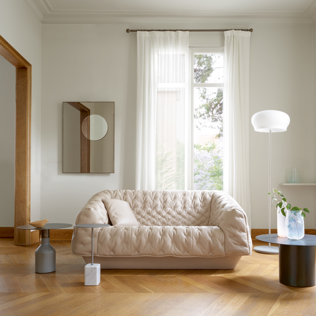 Ready set nest a ton of new home and decor stores have for Ligne roset canape