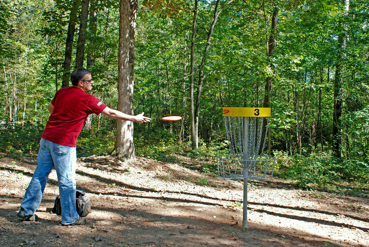 Disc golf at Fort Yargo State Park